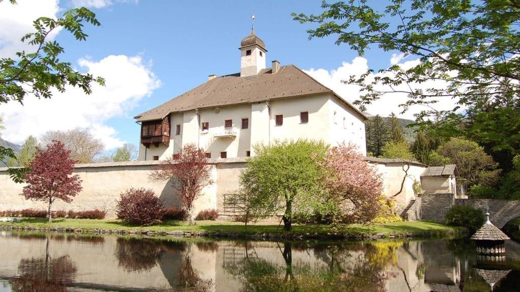 Gutsbetrieb-Schloss-Dornbach