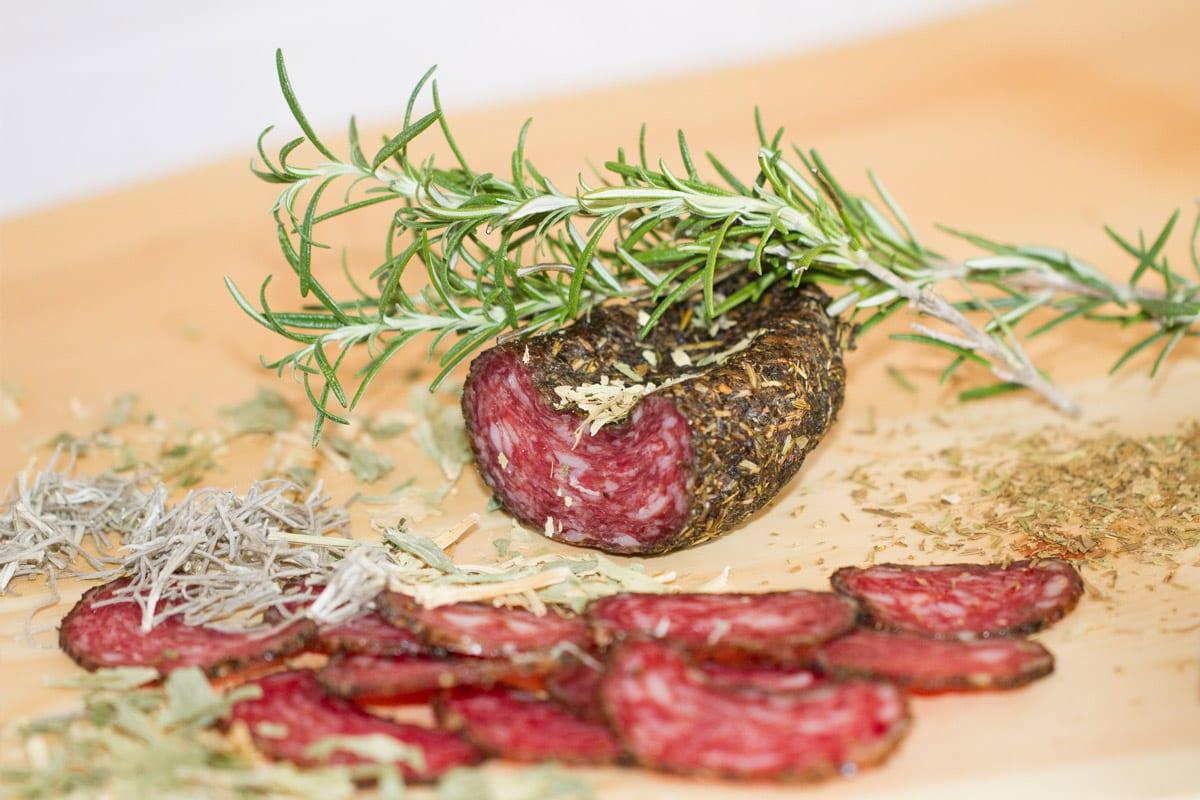 Nockfleisch-Kraeuterlaibchen-Spezialitaet-aus-der-Region-Bauernprodukt-1