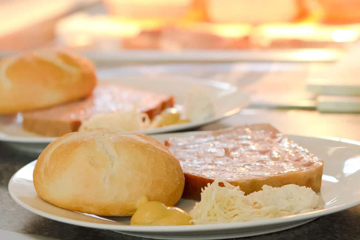 Nokfleisch-Mittagsmenue-frisch-gekocht-Imbiss-Filiale-Feldkirchen-Leberkaessemmel-1